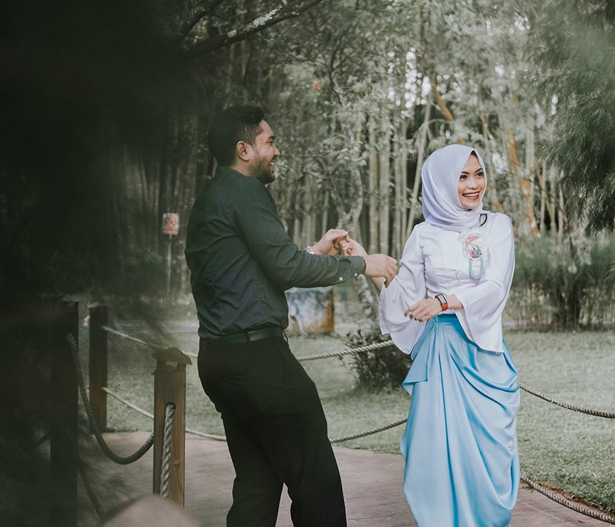 Couple dancing to build their relationship